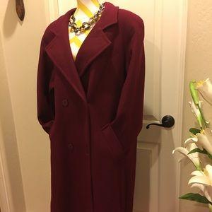 Beautiful burgundy coat 🧥